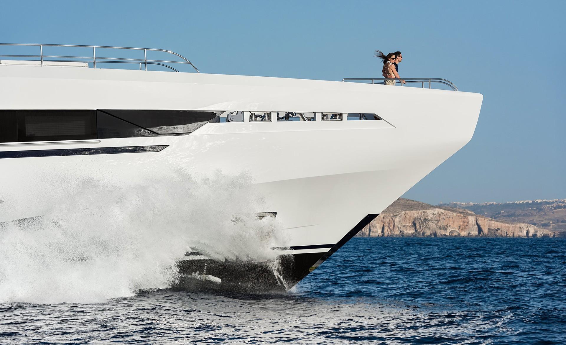 Amore-Mio-Heesen-Yachts-6-1920x1170.jpg